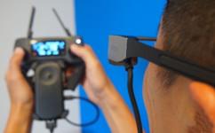 大疆和爱普生合作,用智能眼镜来训练操控虚拟无人机